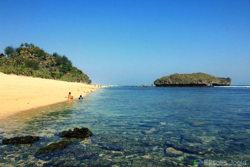 Pantai Sundak Foto Lokasi Rute Harga Tiket Fasilitas